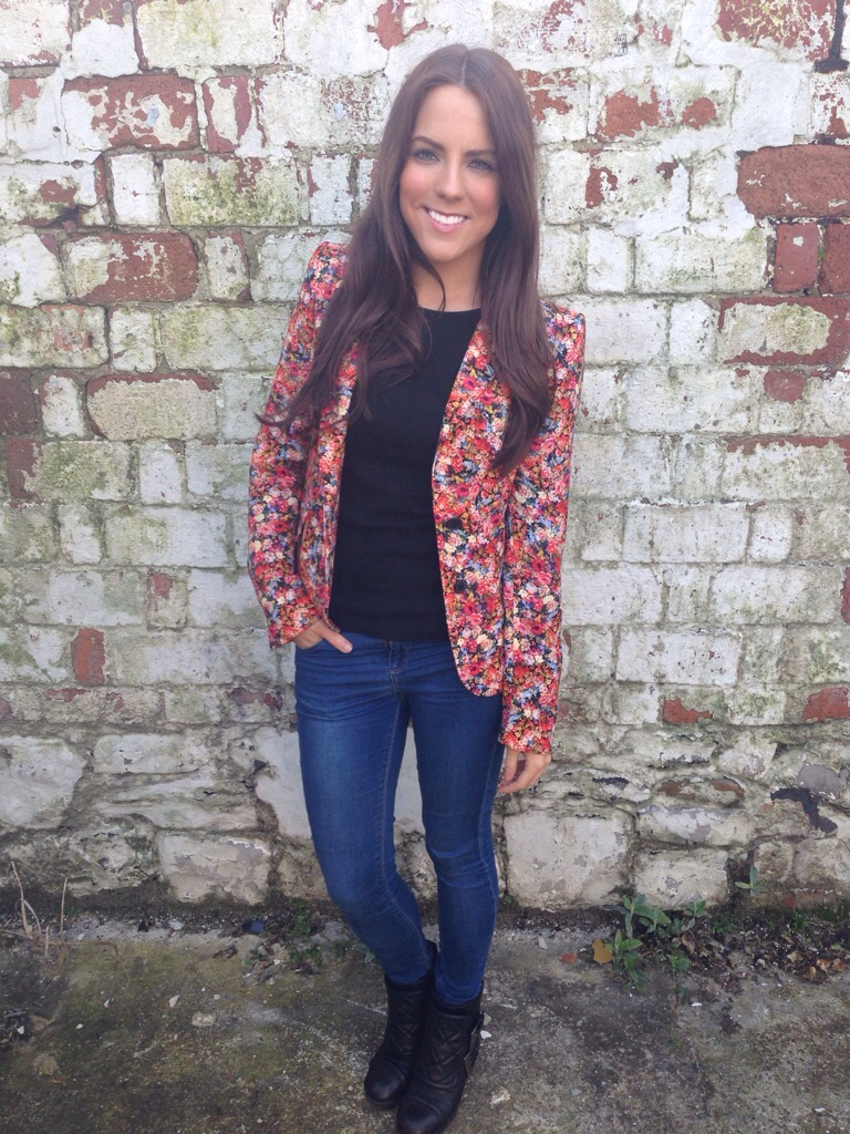 A picture of a girl wearing a Zara floral blazer, Topshop skinny jeans and Kurt Geiger boots