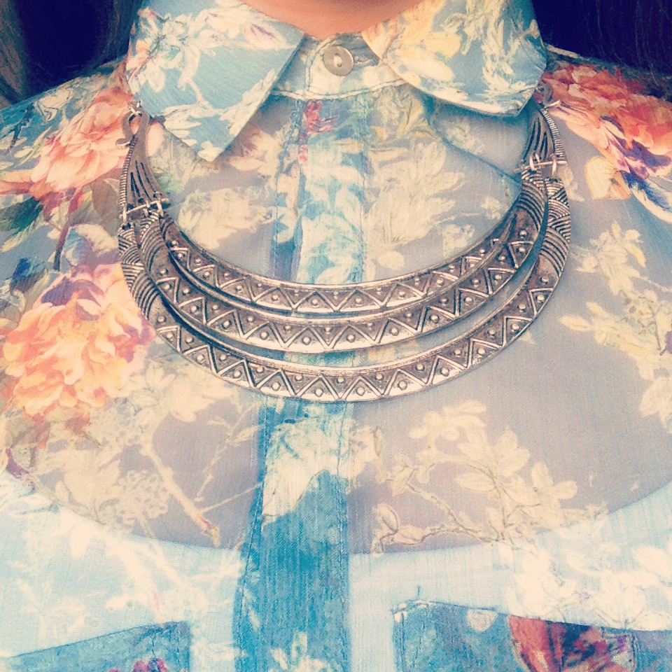 A pitureof a silver statement necklace