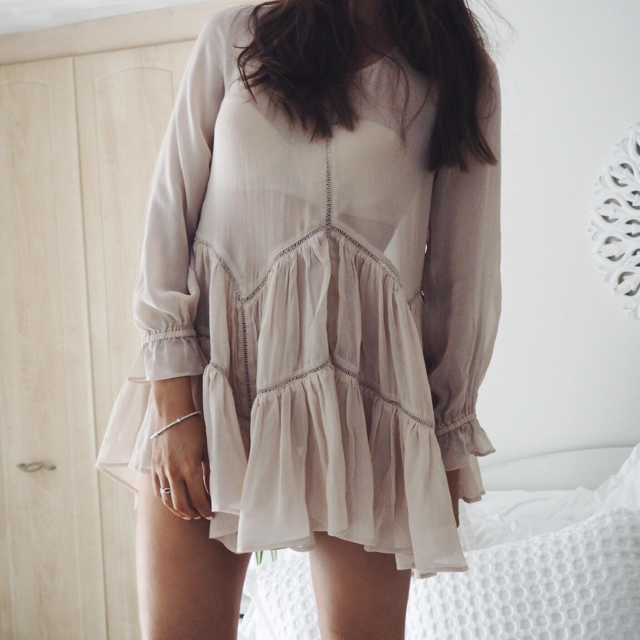 Fashion blogger wearing ruffle hem swing dress