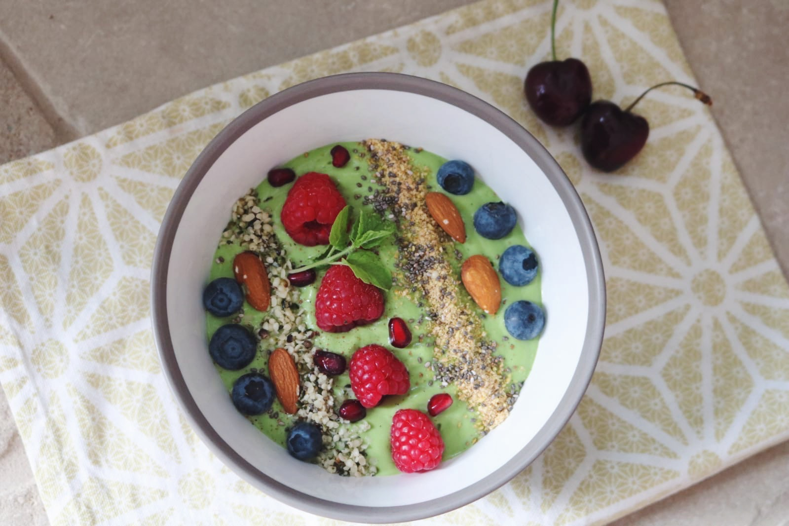 Green smoothie bowl healthy snack